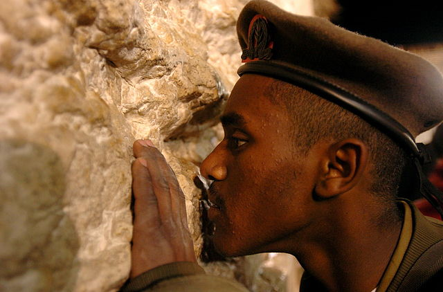 640px-Flickr_-_Israel_Defense_Forces_-_Ethiopian-Israeli_Soldier_at_the_Western_Wall