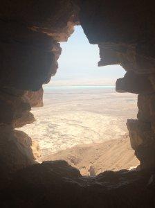 Grotte , vue sur le désert